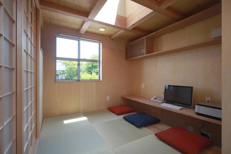 Ruang Media Modern Oleh 加門建築設計室 Modern