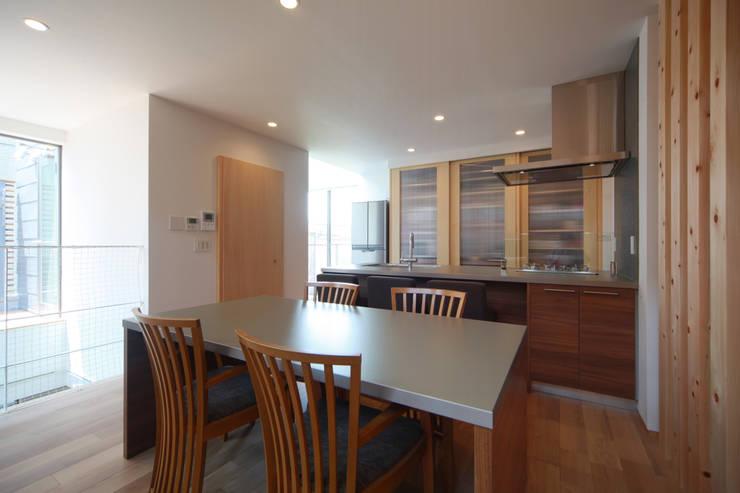Ruang Makan Modern Oleh 加門建築設計室 Modern