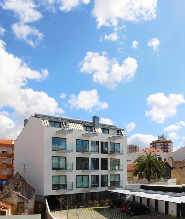 Quadra - Alçado Sul, vista do logradouro: Casas  por Sónia Cruz - Arquitectura