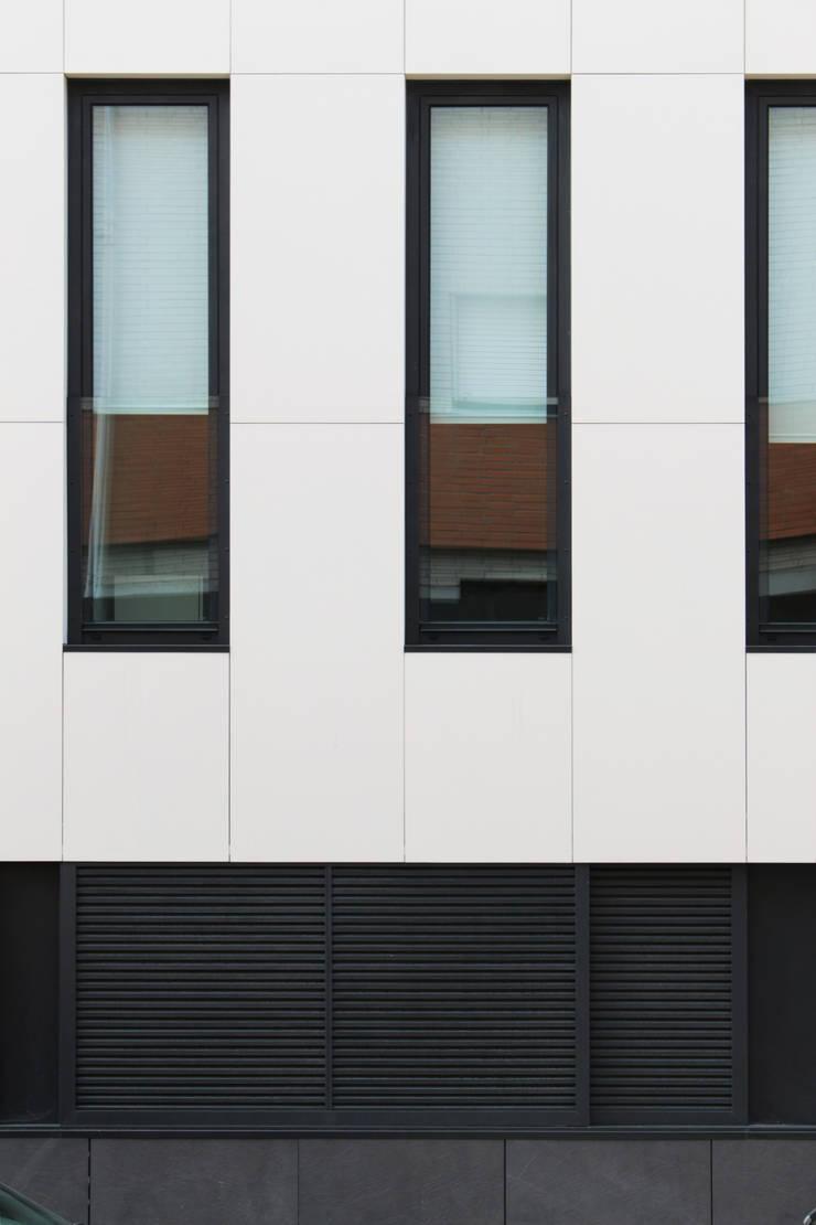 Quadra - Alçado Norte, pormenor de fachada: Casas  por Sónia Cruz - Arquitectura