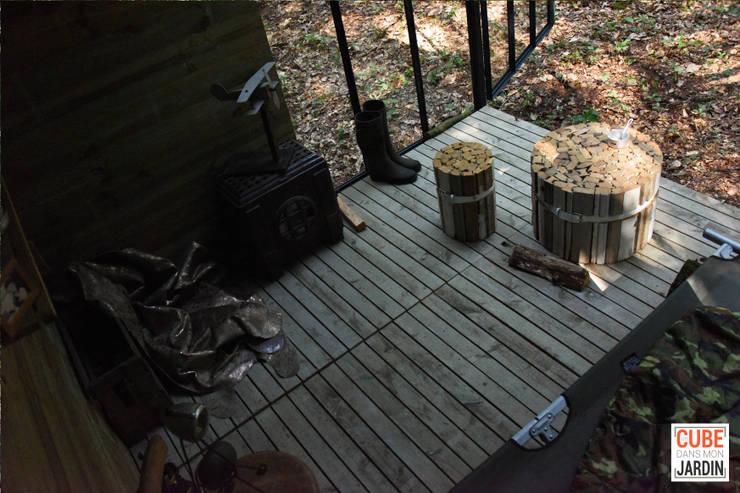 Camera da letto in stile  di Un CUBE dans mon jardin