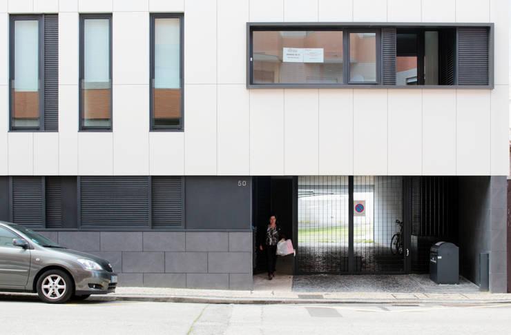 Quadra - Alçado Norte, entrada: Casas  por Sónia Cruz - Arquitectura