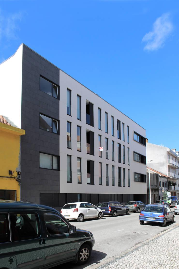 Quadra - Alçado Norte, fachada: Casas  por Sónia Cruz - Arquitectura