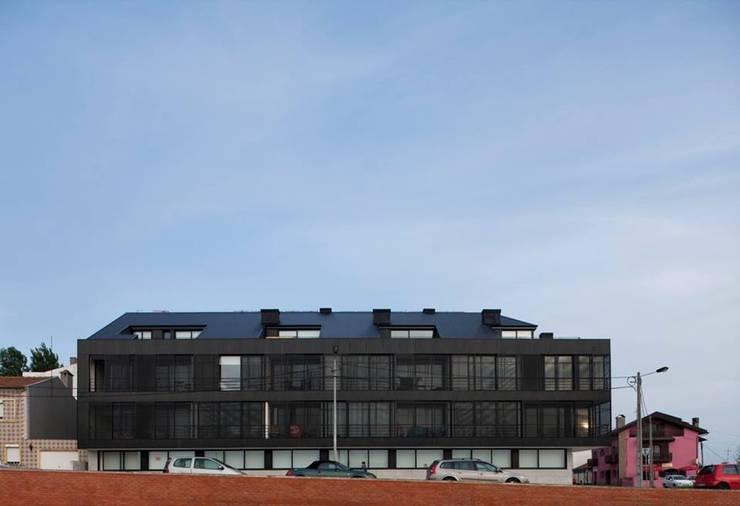 Santiago - Alçado frente: Casas modernas por Sónia Cruz - Arquitectura