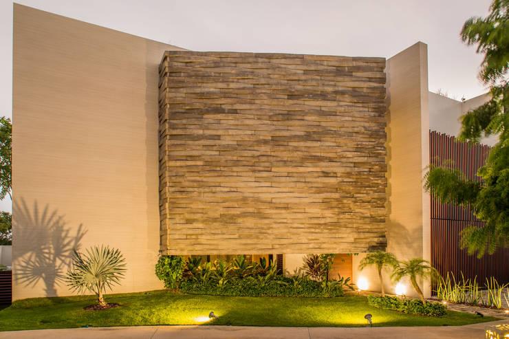 OM: Casas de estilo  por FGO Arquitectura