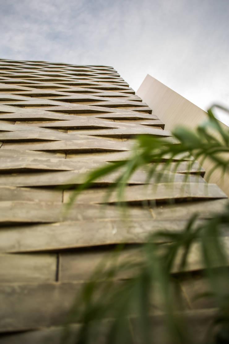 OM: Paredes de estilo  por FGO Arquitectura