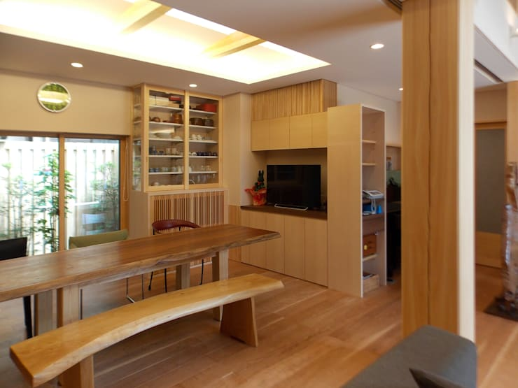 ぬくもりのある落ち着いた居住空間 !!守山の家S邸: アンドウ設計事務所が手掛けたダイニングです。