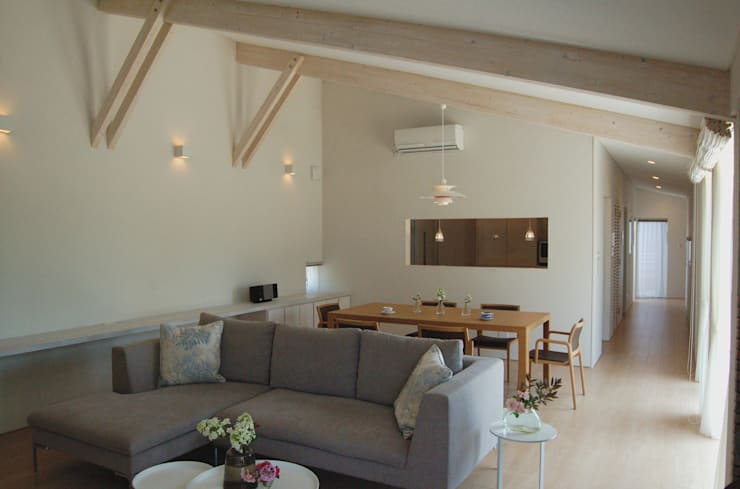 O house: TAC一級建築士事務所が手掛けたリビングです。