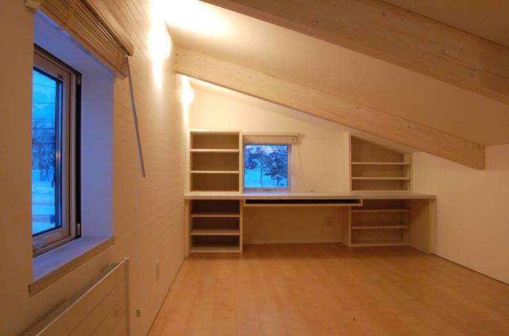O house: TAC一級建築士事務所が手掛けた廊下 & 玄関です。