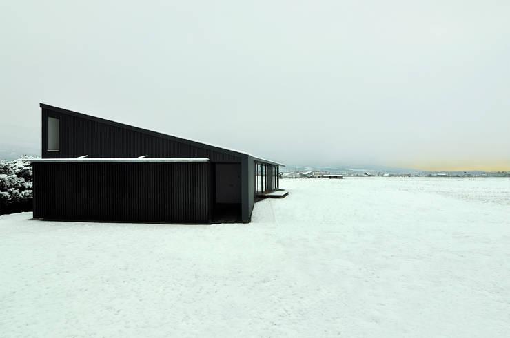 Casas de estilo moderno por TAC一級建築士事務所