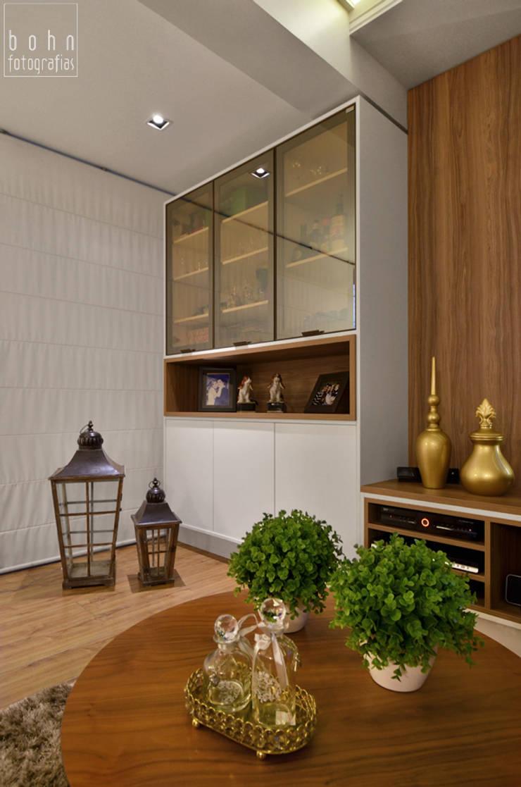 MÓVEL TV: Salas de estar  por LizRibeiro Arquitetura