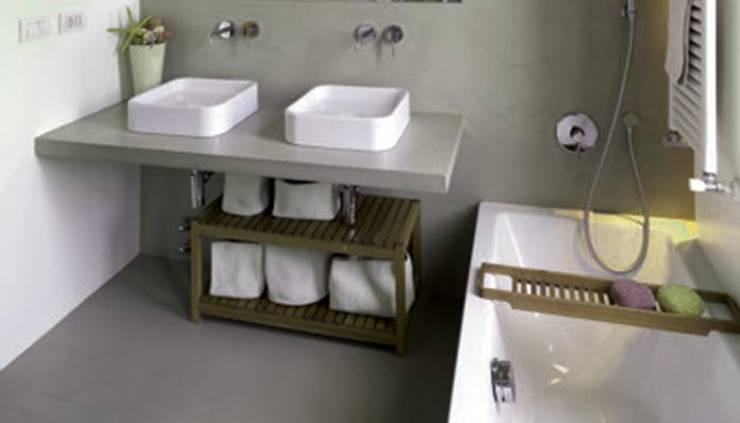 RIVESTIMENTI PER SUPERFICI ARCHITETONICHE : Bagno in stile in stile Moderno di Inmateria