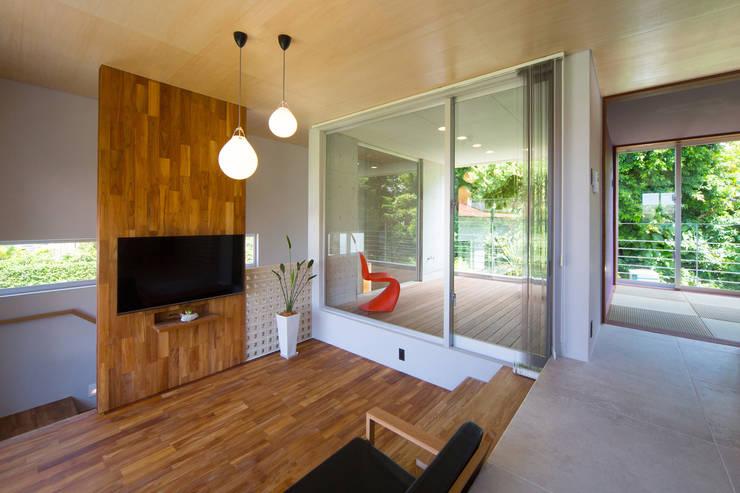 Ruang Keluarga by プラソ建築設計事務所