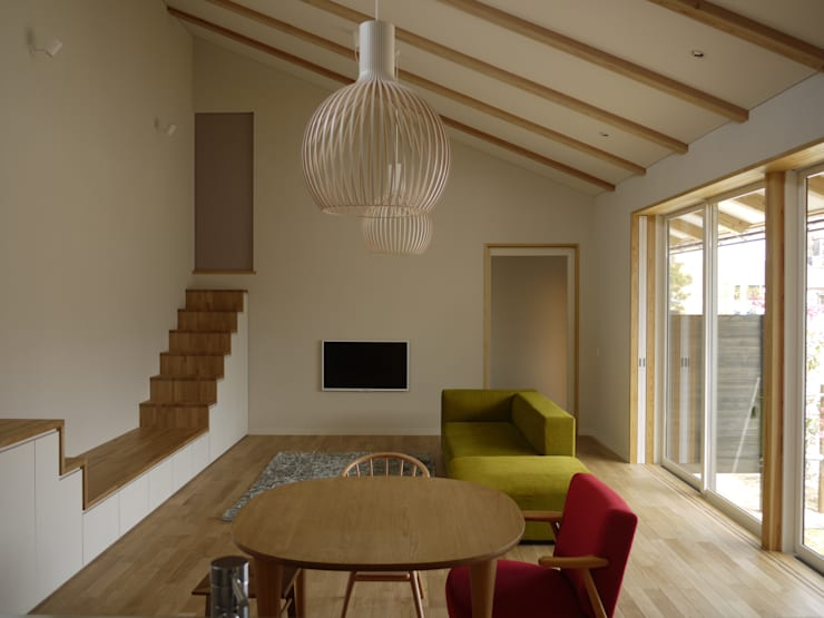 袋井の家 LD: 木名瀬佳世建築研究室が手掛けたリビングです。