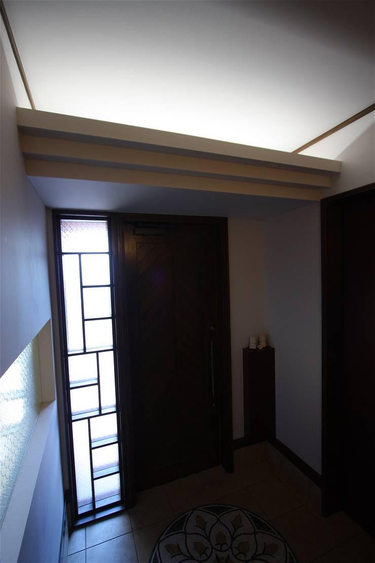 Paredes de estilo  por atelier shige architects /アトリエシゲ一級建築士事務所, Asiático Madera Acabado en madera