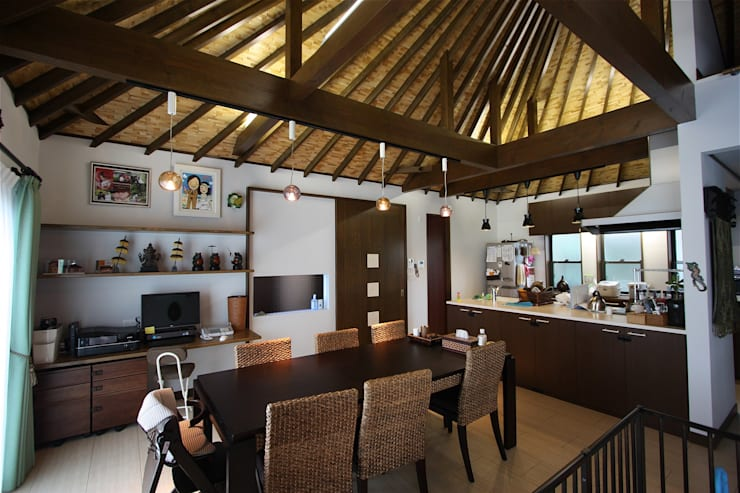 Comedores de estilo  por atelier shige architects /アトリエシゲ一級建築士事務所, Asiático Madera Acabado en madera