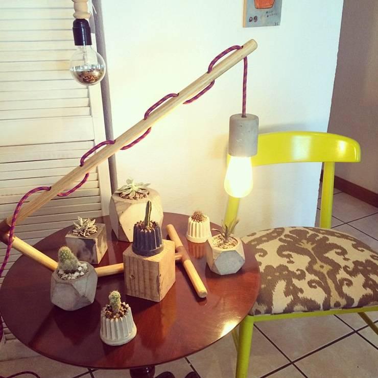 Macetas y lampara de concreto Pitaya: Hogar de estilo  por Pitaya