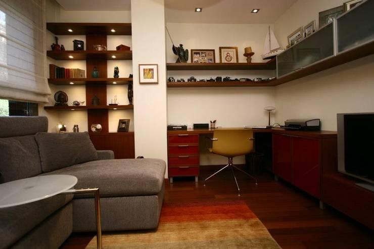 Bozantı Mimarlık – Ulus'ta Ev No.1: modern tarz Oturma Odası