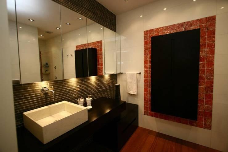 Bozantı Mimarlık – Ulus'ta Ev No.1: modern tarz Banyo