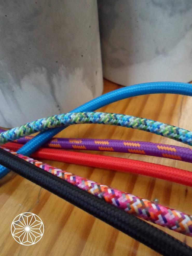 Variedad de cables de lamparas Pitaya: Hogar de estilo  por Pitaya