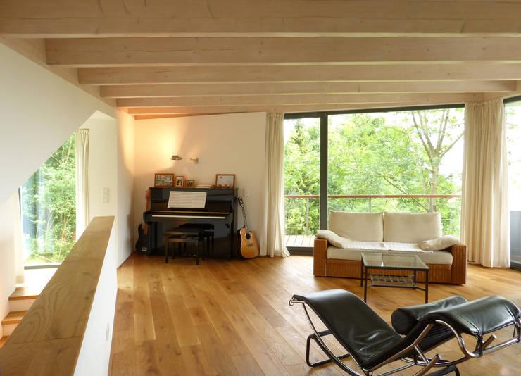 Salas / recibidores de estilo  por K2 Architekten GbR
