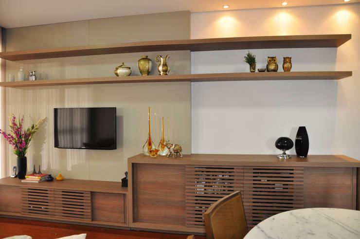 Sala de estar/ jantar: Salas de estar  por Novità - Reformas e Soluções em Ambientes