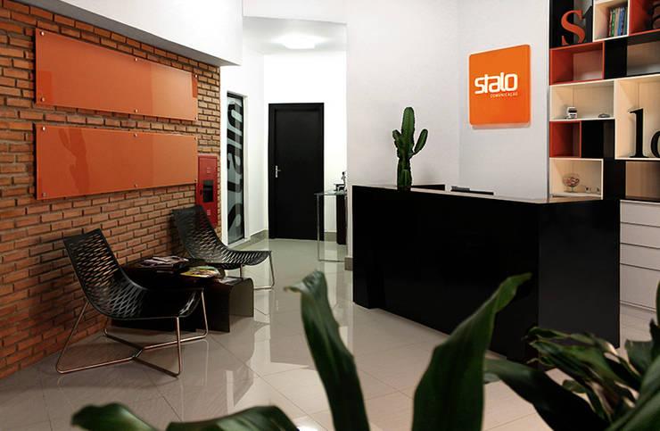 Recepção: Lojas e imóveis comerciais  por Novità - Reformas e Soluções em Ambientes