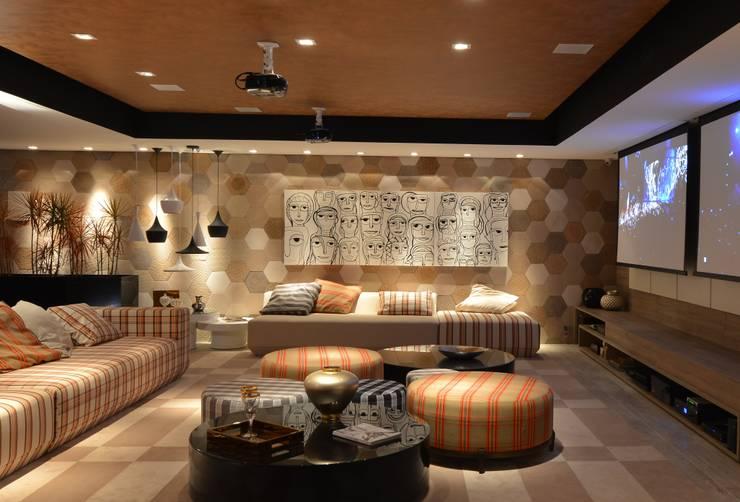 Media room by ANNA MAYA & ANDERSON SCHUSSLER