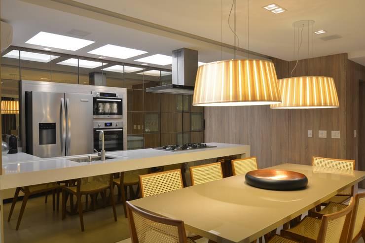 Apartamento Itacorubi Gran Classic 1: Salas de jantar  por ANNA MAYA ARQUITETURA E ARTE,Moderno