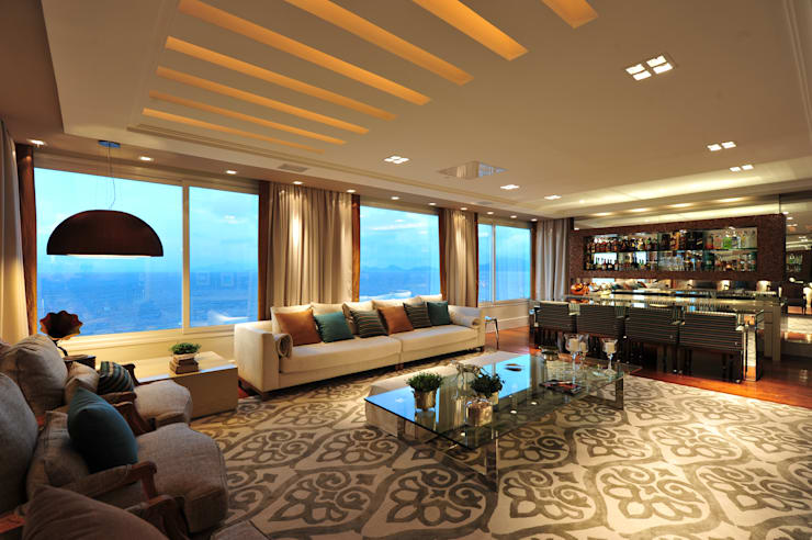 Apartamento Beiramar : Salas de estar  por ANNA MAYA & ANDERSON SCHUSSLER