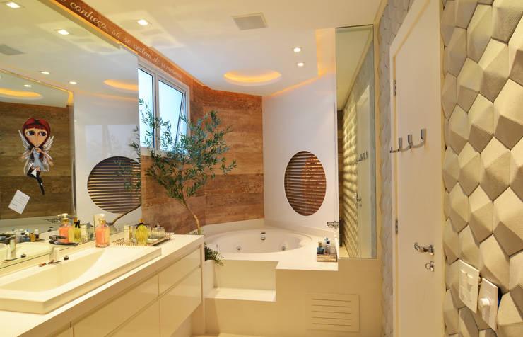 Loft Marine Home Resort: Banheiros  por ANNA MAYA & ANDERSON SCHUSSLER