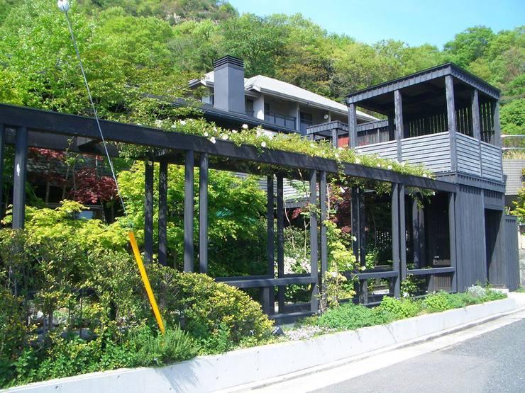 パーゴラ。: 酒井光憲・環境建築設計工房が手掛けた家です。