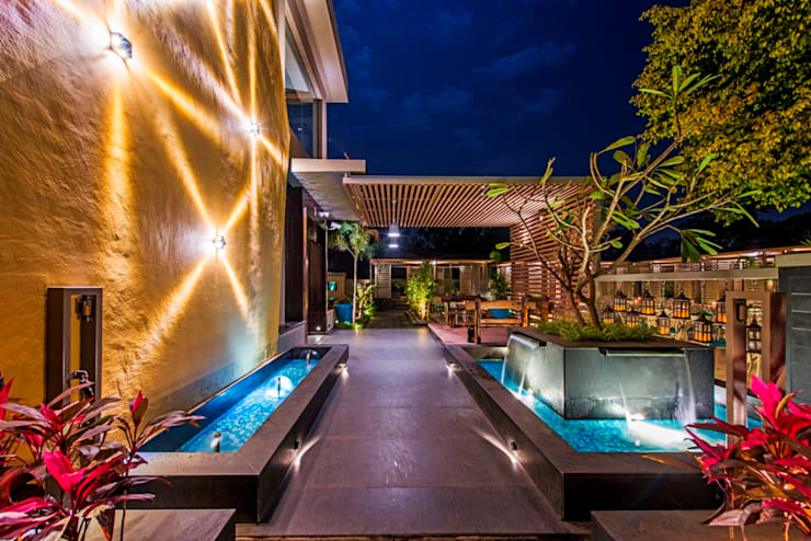 Carnival Restaurant Koregaon park Pune,India.:  Hotels by Wings the design studio