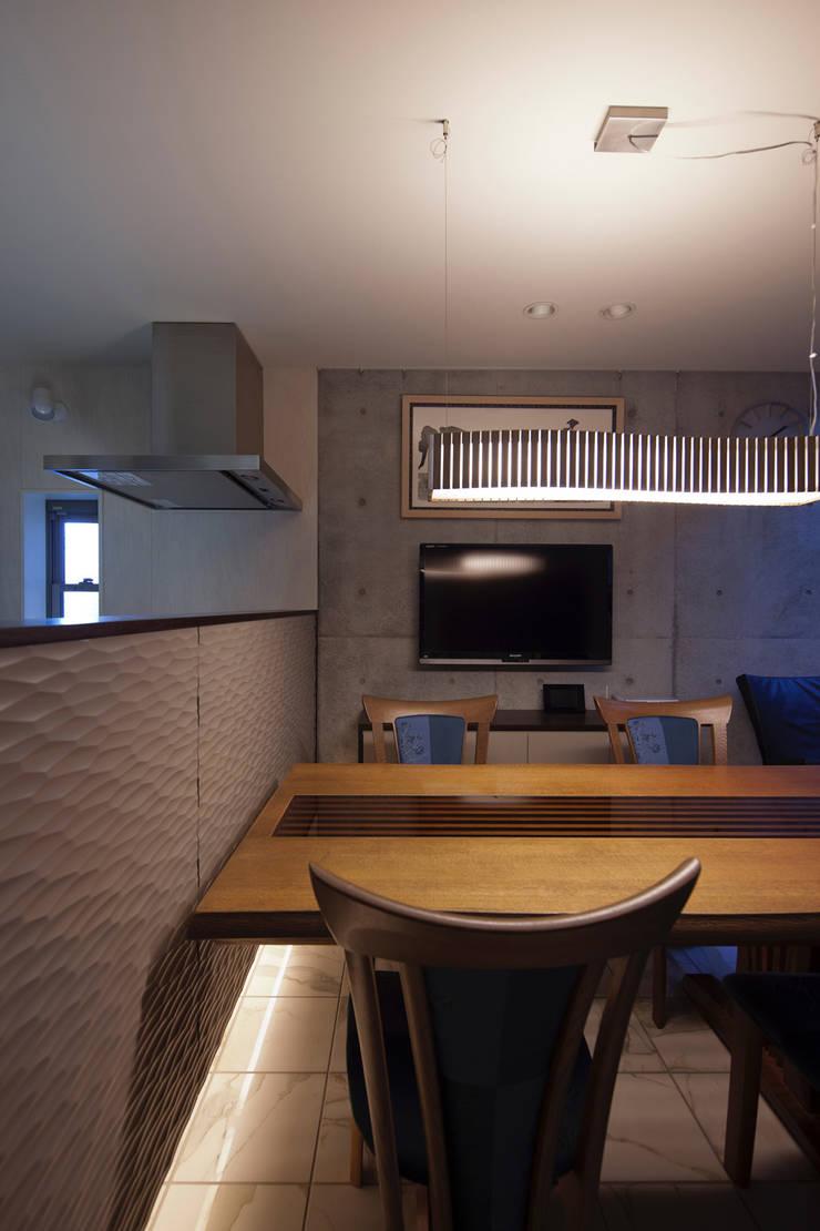 Dining room by U建築設計室, Modern