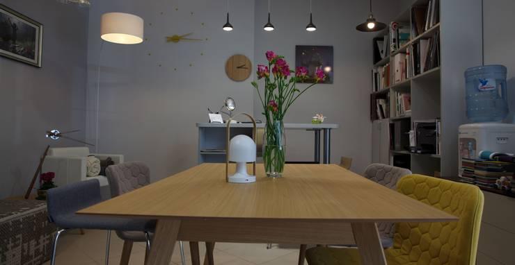 Шоу-рум Новосибирск: Офисные помещения и магазины в . Автор – Barcelona Design,