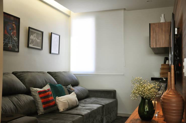 Home: Salas de estar  por Novità - Reformas e Soluções em Ambientes