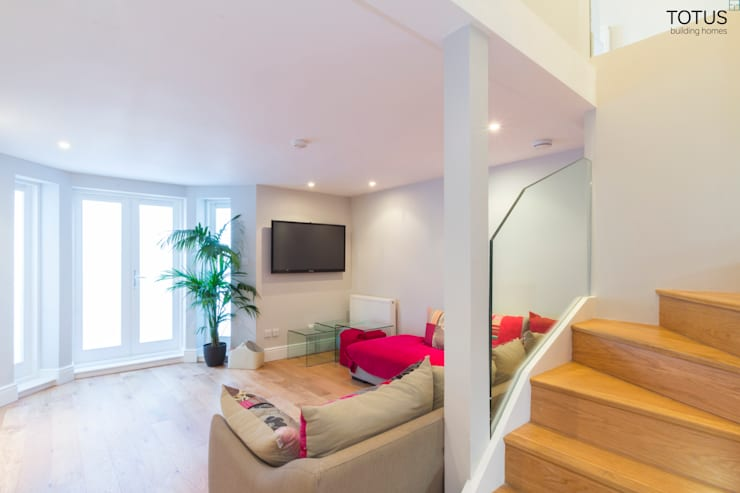 Basement with Light well, Clapham SW11:  Living room by TOTUS