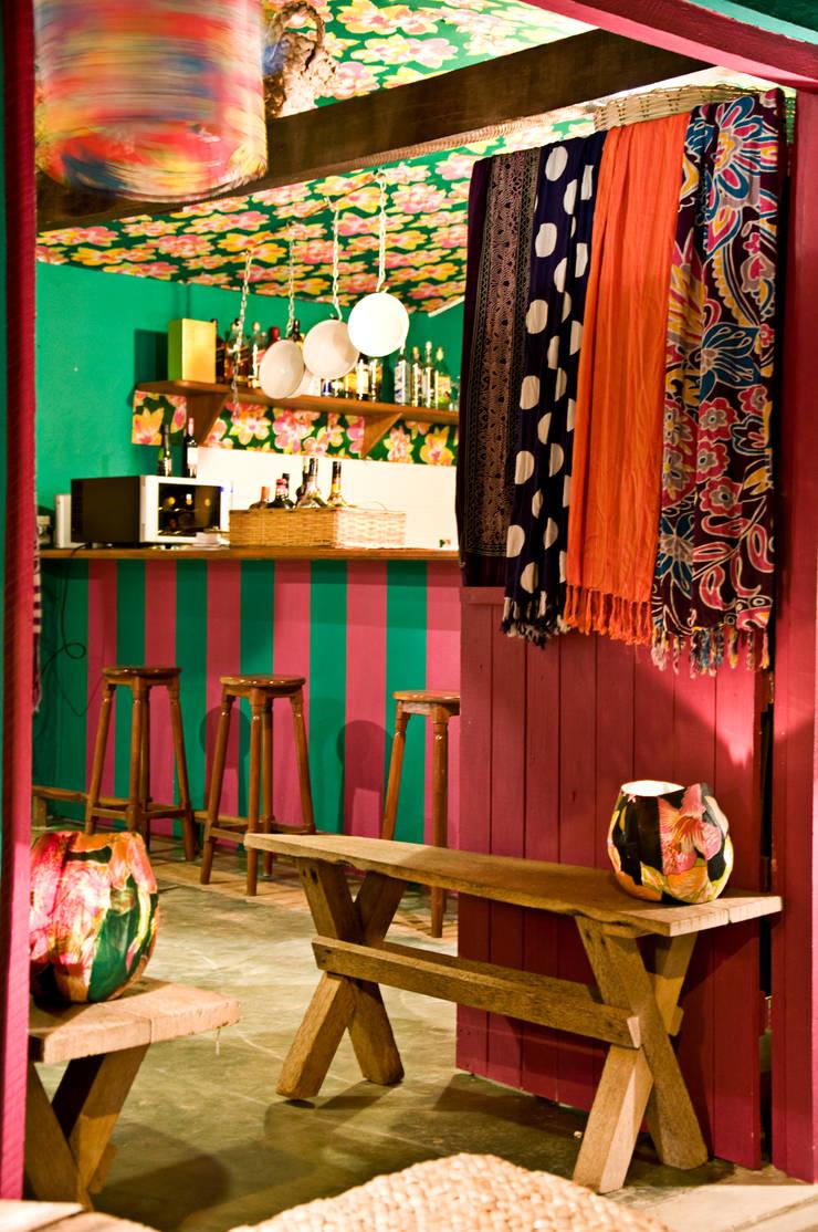 Beach bar: Escritório e loja  por Renato Teles Arquitetura