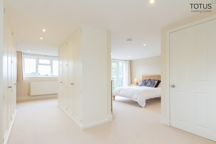 Loft Conversion, Sheen SW14:  Bedroom by TOTUS