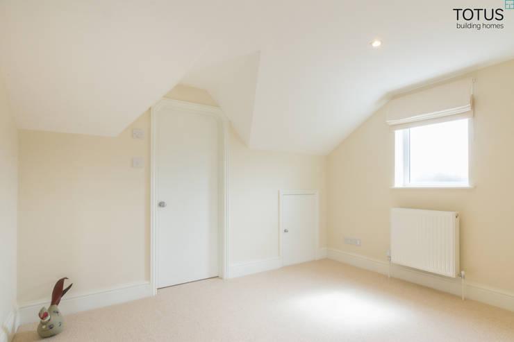 Loft Conversion, Sheen SW14: modern Bedroom by TOTUS