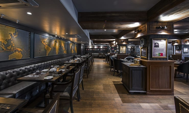 'voyage' restaurant for royal connaught boat club pune.:  Bars & clubs by Wings the design studio