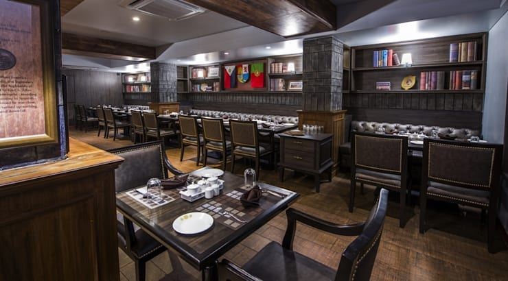 'voyage' restaurant for royal connaught boat club pune.:  Hotels by Wings the design studio