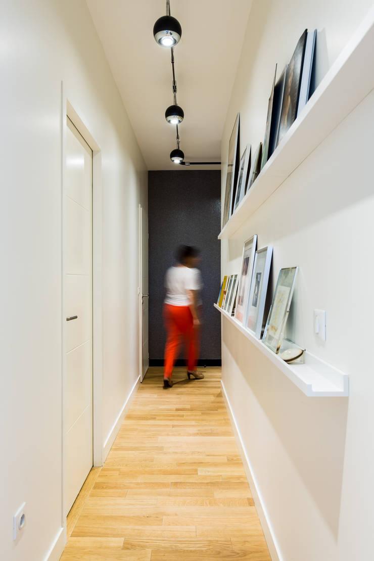 Couloir galerie de photos: Couloir, entrée, escaliers de style  par EXPRESSION ARCHITECTURE INTERIEUR