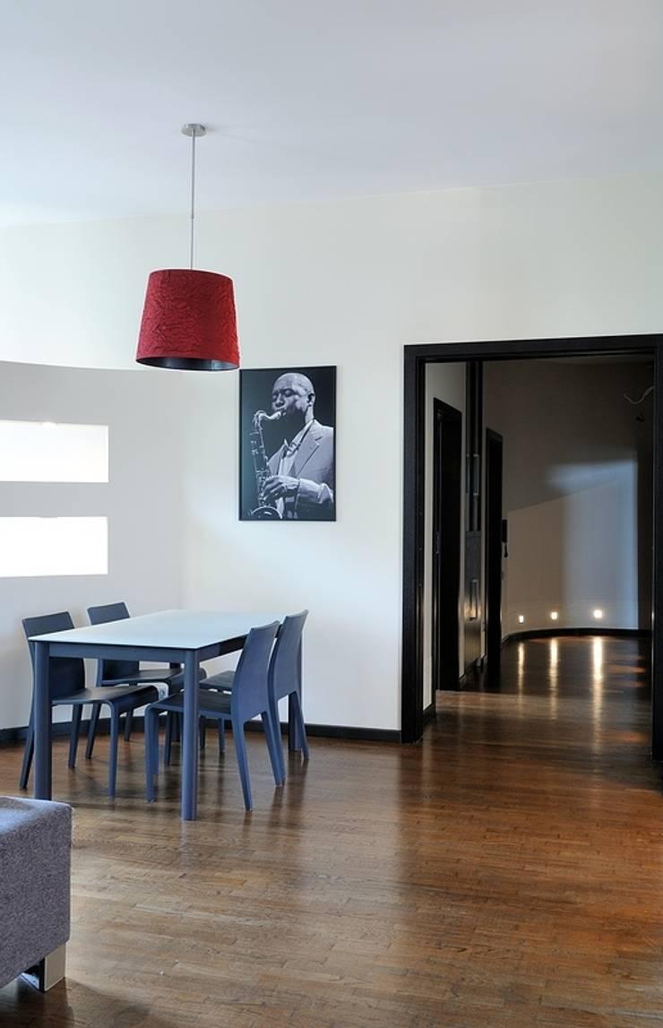 Apartament w sercu Krakowa : styl , w kategorii Jadalnia zaprojektowany przez ARTEMA  PRACOWANIA ARCHITEKTURY  WNĘTRZ