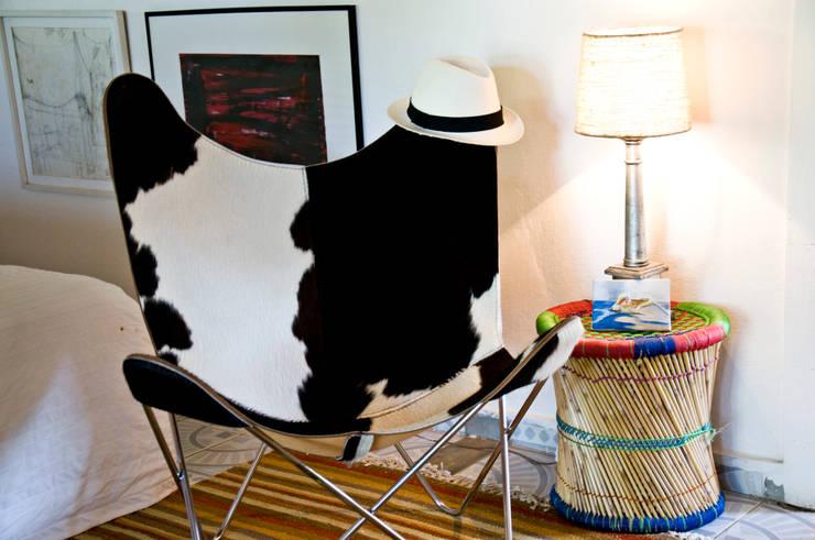 Cabana de verão: Sala de estar  por Renato Teles Arquitetura