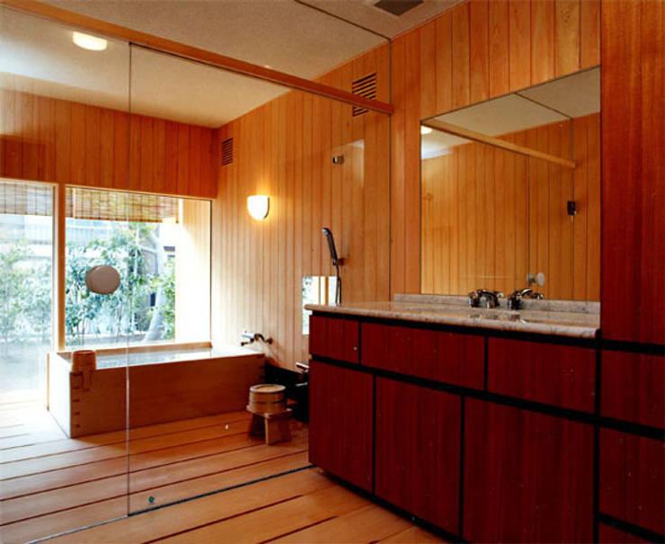 桧風呂: 松井建築研究所が手掛けた浴室です。