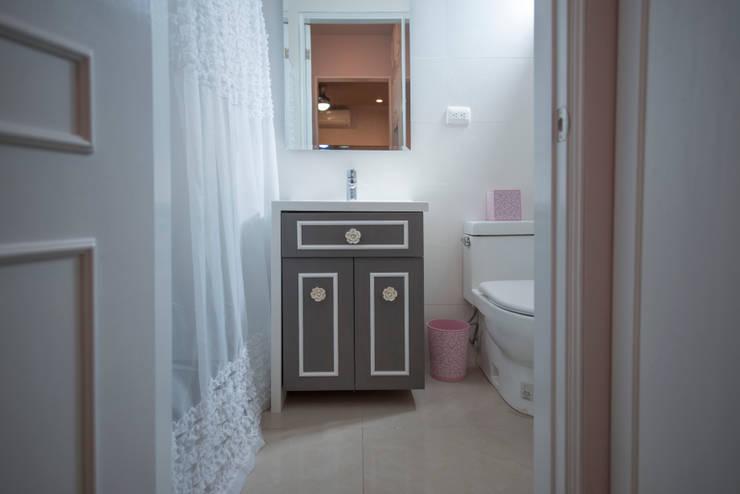 Projekty,  Łazienka zaprojektowane przez ESTUDIO TANGUMA