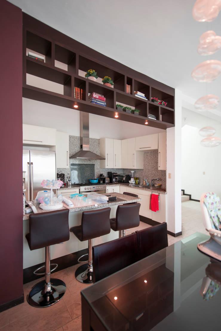 Cocina: Cocinas equipadas de estilo  por ESTUDIO TANGUMA