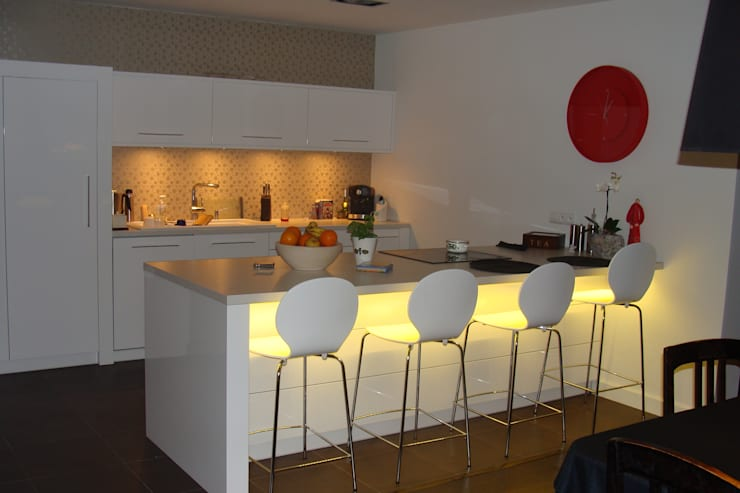 Cyryl House 360: styl , w kategorii Kuchnia zaprojektowany przez ŁUKASZ ŁADZIŃSKI ARCHITEKT