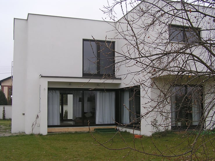 Cyryl House 360: styl , w kategorii Domy zaprojektowany przez ŁUKASZ ŁADZIŃSKI ARCHITEKT